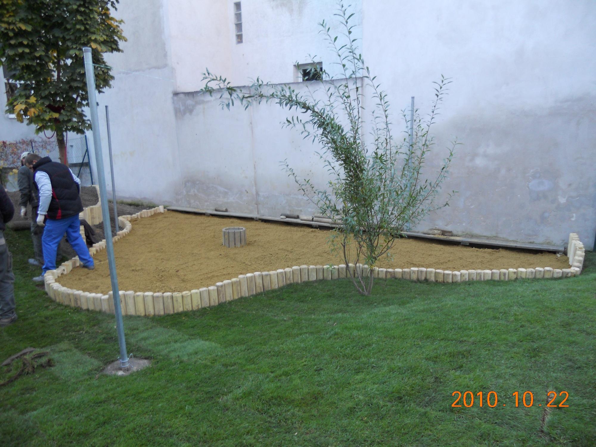 kertépítés óvodában  - LALA-ÉP '97 Bt.
